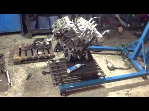 Тойота, Лексус мотор 3.5 при запуске рычащий звук в течении нескольких секунд.