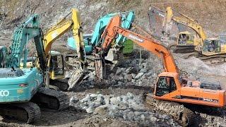 getlinkyoutube.com-Excavators Breaking Rocks Doosan 340LCV Komatsu PC300 PC210 PC200 Kobelco SK200 Volvo EC210B