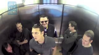 getlinkyoutube.com-Pegadinha de Peido no elevador (A melhor)
