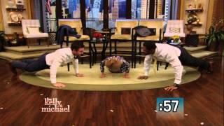getlinkyoutube.com-Push-Up Competition Between Stephen Amell and Kelly and Michael