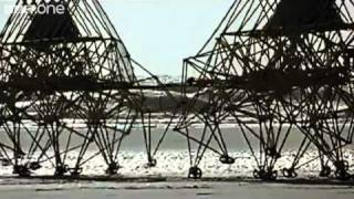 getlinkyoutube.com-Theo Jansen's Strandbeests - Wallace & Gromit's World of Invention Episode 1 Preview - BBC One