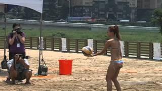 getlinkyoutube.com-2012比基尼沙灘排球模特兒彩排