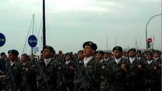 Οι Λοκατζήδες τραγουδούν το ¨Μακεδονία ξακουστή¨