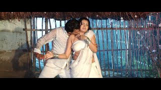 getlinkyoutube.com-Bas Mein Na Dehiya Ba | Bhojpuri Movie Wet Hot Song - Rainy Song