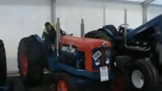 getlinkyoutube.com-Fordson Major Perkins V8 640 start up at Newark tractor show 2012