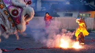 getlinkyoutube.com-乌冷福建公会龙狮团 舞獅玩鞭炮跳高樁 2013 lion dance with firecrackers & high poles