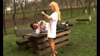 getlinkyoutube.com-Varu Sandel si Suzana - Puturosul