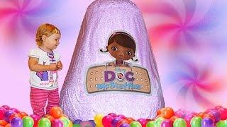 getlinkyoutube.com-✿ Doc McStuffins GIANT Surprise EGG Disney Junior toys Доктор Плюшева огромное яйцо с сюрпризами