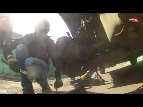 Замена шпильки колеса Тойоты Королла (2005).
