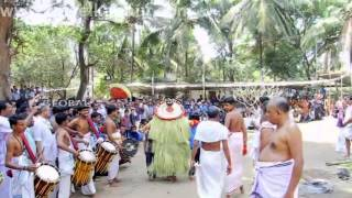 getlinkyoutube.com-Uchitta Theyyam @ Kalariyal Bhagavathy Kavu  (Travel Kannur Kerala Videos)