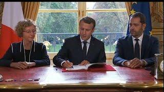Macron firma su polémica reforma laboral