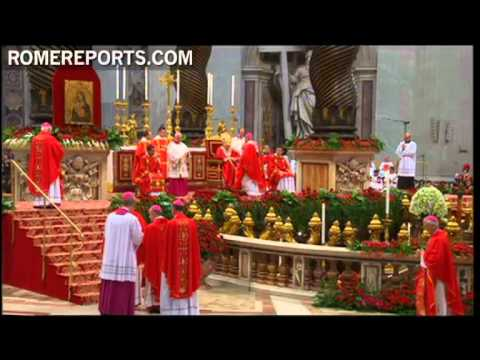 Archbishop Jos� Gomez from Los Angeles receives the pallium from Pope Benedict