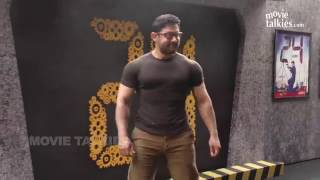 getlinkyoutube.com-Aamir Khan New Gym Bodybuilding Workout LOOK For Dangal