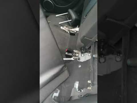 Снятие спинки заднего сиденья на Шевроле Круз