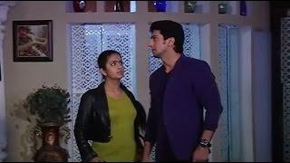 getlinkyoutube.com-Sasural Simar Ka:Roli and Siddhant spy on Rajveer's home to get Naagmani