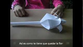 getlinkyoutube.com-Como crear una flor de papel (2012)