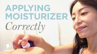 getlinkyoutube.com-Learn How to Apply Moisturizer Correctly with Anti-Aging Expert Fumiko Takatsu