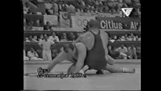 getlinkyoutube.com-Александр Карелин улетает на кочергу в финале ОИ-1988 г., переламывает ход схватки и выигрывает