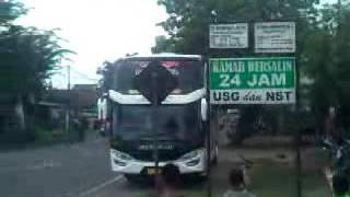 getlinkyoutube.com-Klakson Telolet lagu Kanggo Riko Bus Agam Tungga Jaya SHD (JADDEN)