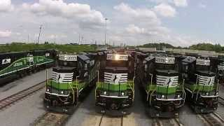 getlinkyoutube.com-Special Norfolk Southern locomotives help Atlantans breathe easier
