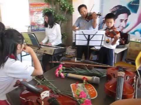 2花蓮縣信義國小20150502慶祝母親節小提琴弦樂團表演報導