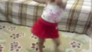 getlinkyoutube.com-طفلة تهز و ترقص Dancing little girl