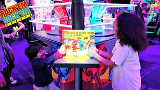 getlinkyoutube.com-Rock'Em Shock'Em Fighting Robots Toy Challenge Game - Family Fun - Surprise Toys For Kids