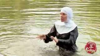 getlinkyoutube.com-Nun Pushed Into Water