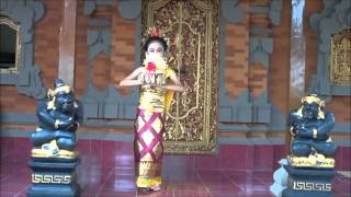 getlinkyoutube.com-Tari Pendet, Shakira performance Pendet Balinese Dance