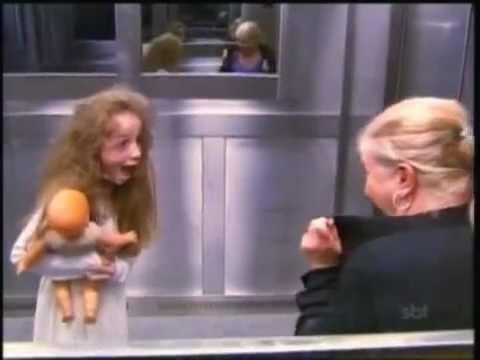 Menina Fantasma no Elevador (Ghost Girl's Extremely Scary Prank An Elevator)