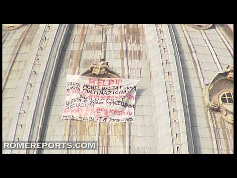 Man stages protest on dome of St  Peter's Basilica