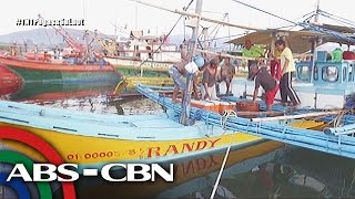 getlinkyoutube.com-Tapatan Ni Tunying: Peaceful suffering of poor Filipino fishermen in Masinloc