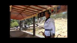 getlinkyoutube.com-Kukgung - Korean Horn Bow(Gak Gung) Shooting Demonstration by Heon Ku Kim