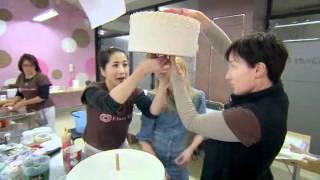 getlinkyoutube.com-A very Royal Wedding Cake - Planet Cake!