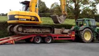 getlinkyoutube.com-JCB 13t Track Excavator loading onto trailer