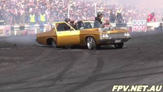 getlinkyoutube.com-BLOWN V8 HOLDEN STATESMAN ( BIG V8 ) BURNOUT AT SUMMERNATS 25