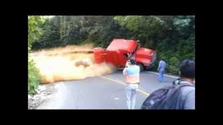 volcadura de un trailer en atzalan 31 de oct 2012
