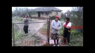 getlinkyoutube.com-SOCANT! 3 surori cu handicap mintal sever din Albesti Smeeni locuiesc singure in conditii inumane