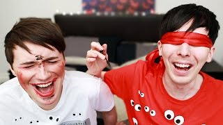 getlinkyoutube.com-DAN AND PHIL BLINDFOLDED MAKEUP CHALLENGE