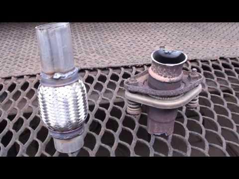 Замена фланцевого соединения на автомобиле Nissan Tiida на гофру