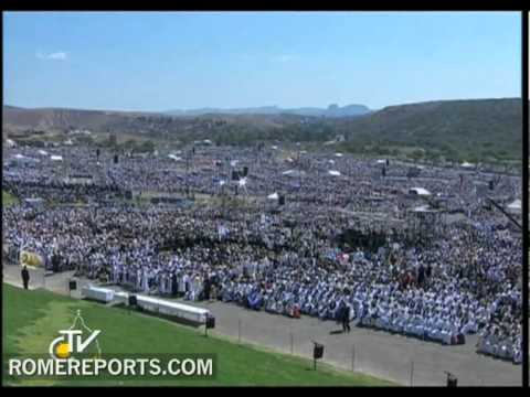 Pope celebrates Mass in Mexico's Bicentennial Park