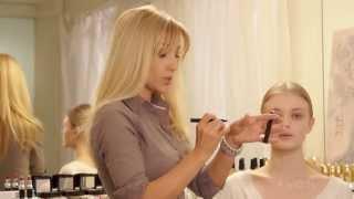 Образы: дневной макияж и яркий вечерний акцент от Avon