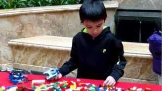 getlinkyoutube.com-Lego Discovery Center Build-Off