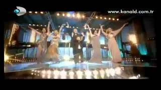 getlinkyoutube.com-كريم ومهند وسمر وغيرهم من نجوم تركيا يرقصون معا في احتفال قناة تركية