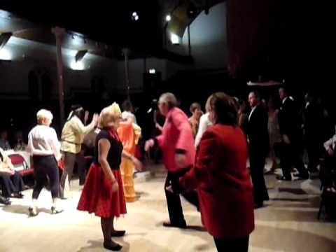"Fancy Dress Barn Dance - ""Rhwng Ddwy"" with the Pluck & Squeeze Band"