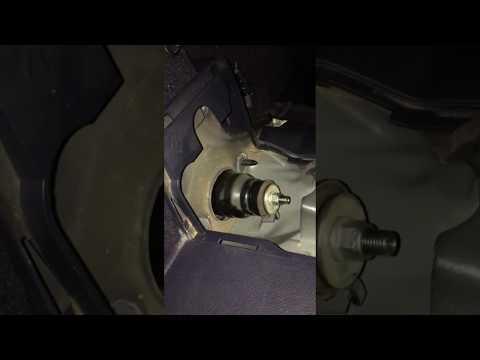 Что мешает снять задний амортизатор (стойку) CR-V