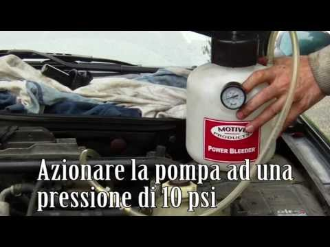 Cambio / spurgo olio freni auto passo a passo