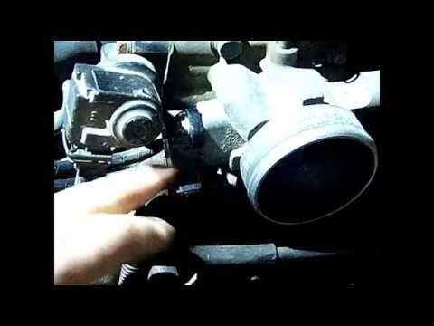 Где находится в BYD F3 датчик детонации