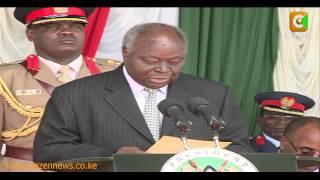 Rais Kibaki Aandaliwa Gwaride la Mwisho width=