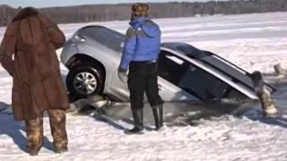 getlinkyoutube.com-Toyota Land Cruiser 200 в Волге / Car sinks in a water